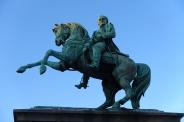 Napoléon à cheval devant l'hôtel de ville de Rouen.